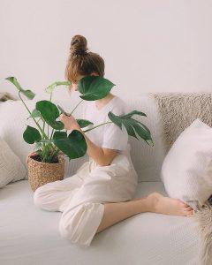 canape en tissu blanc