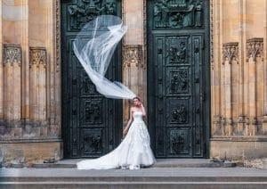 robe de mariee de couleur blanche