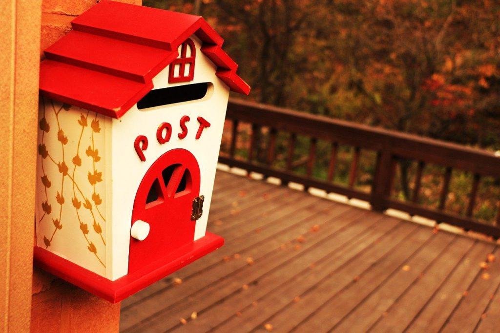 boite au lettre en forme de maison